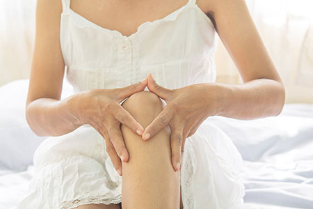 Quieting inflammation the cause of joint pain and arthritis women holding her knee solutioingenieria Image collections
